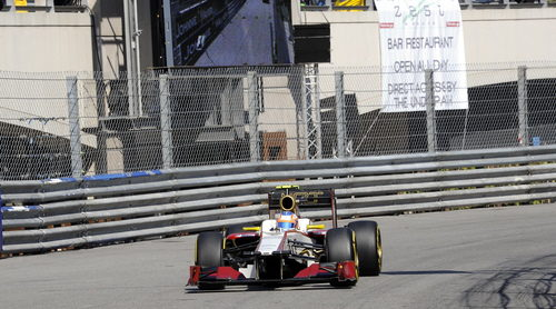 Narain Karthikeyan rueda en Mónaco con el F112