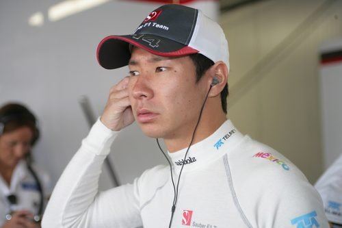 Kamui Kobayashi dentro del box de Sauber