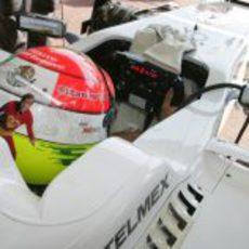Sergio Pérez pone a punto el C31 para salir a la pista