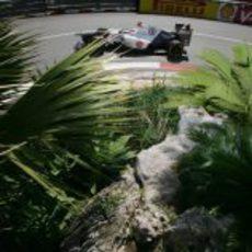Kamui Kobayashi se pelea con su C31 en Mónaco