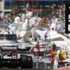Bruno Senna sale del túnel del GP de Mónaco con su FW34