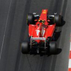 Felipe Massa completa una vuelta en Montecarlo
