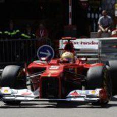 Fernando Alonso conduce su F2012 en los Libres 1