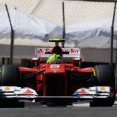 Felipe Massa rueda por las calles del Principado de Mónaco