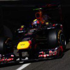 Mark Webber sale del túnel en Mónaco