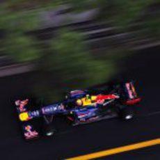 Mark Webber rueda en los entrenamientos libres del GP de Mónaco
