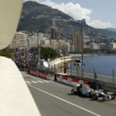 Nico Rosberg conduce su W03 en Mónaco