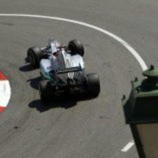 Michael Schumacher rueda en los entrenamientos libres del GP de Mónaco