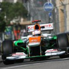 Paul di Resta empuja su VJM05 en Mónaco