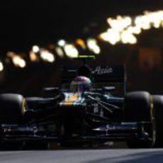 Vitaly Petrov sale del túnel en Mónaco