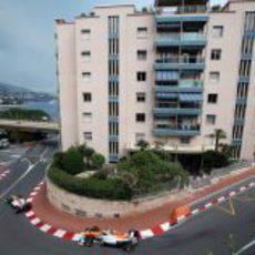 Los dos Force India en una de las curvas de Mónaco