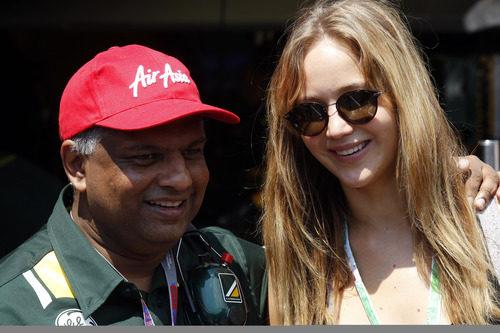 Jennifer Lawrence y Tony Fernandes en Mónaco 2012