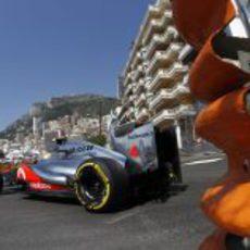 Lewis Hamilton llegando a la chicane de Montecarlo