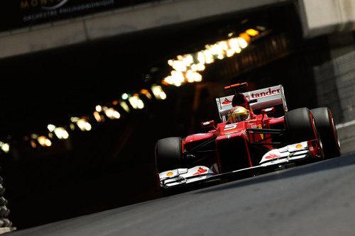 Fernando Alonso sale del túnel monegasco