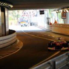 Felipe Massa pasa por el túnel del circuito de Mónaco