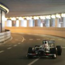 Kamui Kobayashi pasa por el túnel de Mónaco