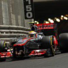 Lewis Hamilton sale del túnel de Mónaco e los Libres 3
