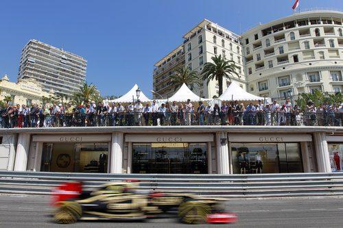 Kimi Räikkönen vuela en el circuito de Mónaco
