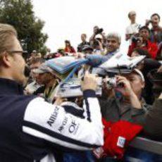 Rosberg y sus aficionados