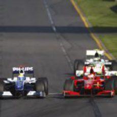 Rosberg pugna con Räikkönen en el GP de Australia 2009