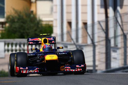 Mark Webber rueda durante los entrenamientos de Mónaco