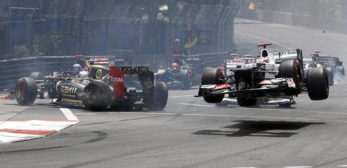 Grosjean y Kobayashi con problemas en la salida del GP de Mónaco 2012