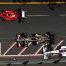 Toque entre Grosjean y Schumacher en la salida del GP de Mónaco 2012