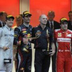 Nico Rosberg, Mark Webber, Adrian Newey y Fernando Alonso en el podio de Mónaco 2012