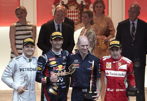 Rosberg, Webber y Alonso, con Newey en el podio