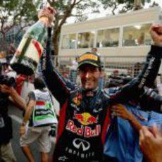 Mark Webber muy feliz con su triunfo