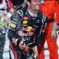 Mark Webber descorcha el champán en Mónaco 2012
