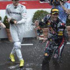Nico Rosberg empapa a Mark Webber en Mónaco