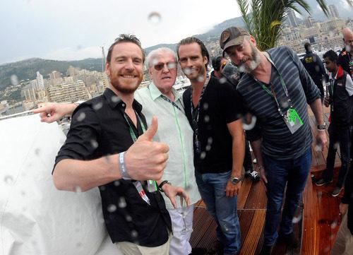 Michael Fassbender celebra con Red Bull la victoria de Mark Webber