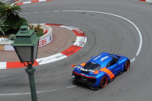 El Alpine 110-50 rueda por la pista de Mónaco