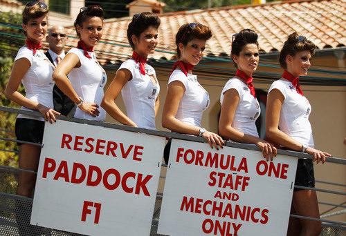 Las 'pitbabes' del GP de Mónaco 2012