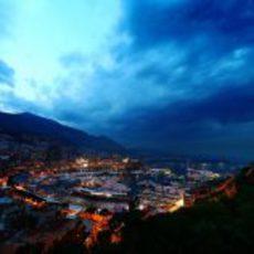 La ciudad de Mónaco de noche