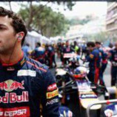 Daniel Ricciardo en la parrilla de salida de Mónaco