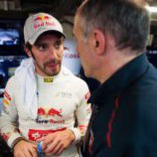 Jean-Eric Vergne en el box de Toro Rosso