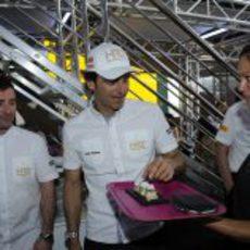 Pedro de la Rosa en el Motorhome de HRT