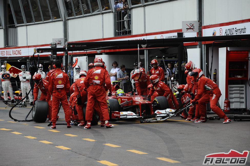 Felipe Massa realiza una sola parada en Mónaco