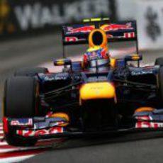 Mark Webber conduce directo a la victoria en Mónaco