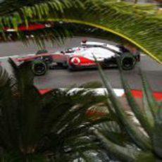 Jenson Button con neumáticos intermedios en Mónaco