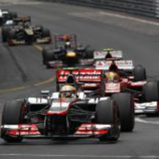 Lewis Hamilton mantiene su tercera posición tras la salida
