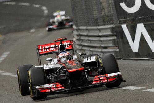 Jenson Button sigue avanzando para llegar a los puntos en Mónaco