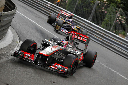 Jenson Button exprime su MP4-27 en la carrera de Mónaco