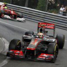Lewis Hamilton sigue tercero tras las primeras vueltas en Mónaco