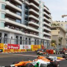 Nico Hülkenberg pasa la chicane que hay después del túnel de Mónaco
