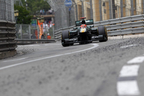 Heikki Kovalainen rueda en las calles de Montecarlo