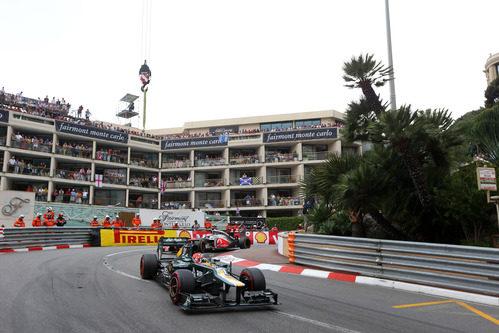 Heikki Kovalainen contiene a un McLaren en Mónaco