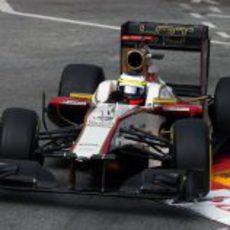 Pedro de la Rosa coge una curva en la Q1 del GP de Mónaco